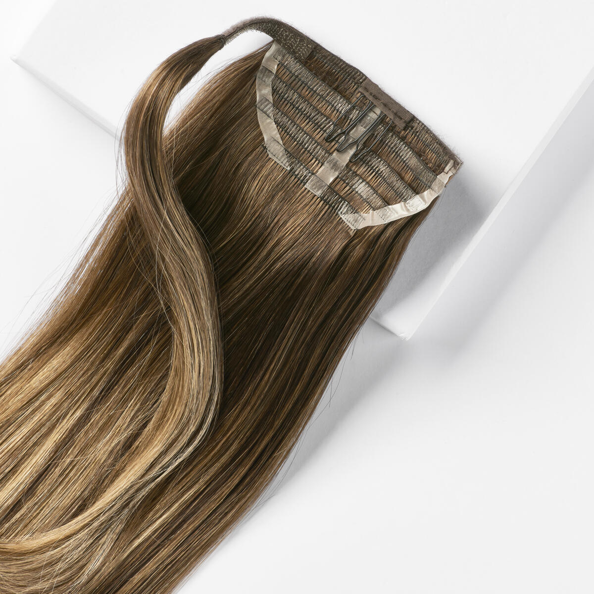 Sleek Clip-in Ponytail B2.3/5.0 Hazelnut Caramel Balayage 40 cm